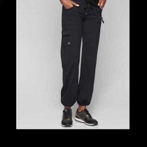 Athleta Bettona boyfriend cargo black pants jogger